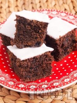 Пухкав кекс с какао и захарен фондан - снимка на рецептата